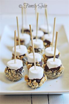 Whether for a birthday party or a pool party, s'mores on a stick is easy to prepare and a real crowd pleaser! Whether for a birthday party or a pool party, s'mores on a stick is easy to prepare and a real crowd pleaser! Desserts For A Crowd, Food For A Crowd, Mini Desserts, Summer Desserts, Delicious Desserts, Dessert Recipes, Yummy Food, Healthy Desserts, Block Party Desserts