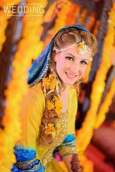 Mehndi Outfit, Matrimonial Services, Pakistani Culture, Mehendi, Perfect Match, Divas, Photo Shoot, Boy Or Girl, Brides