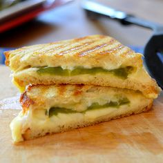 Hatch Chili Grilled Cheese - Feed Your Soul Too Hatch Green Chili Recipe, Green Chili Recipes, Hatch Chili, Mexican Food Recipes, Milk Recipes, Mexican Menu, Muffin Recipes, Sandwiches, Soup And Sandwich