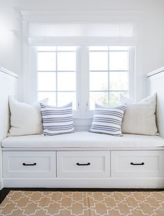 bright white window seat // Tour a Home Where Nantucket Charm Meets a Los Angeles Zip Code Home Decor Bedroom, Living Room Decor, Dining Room, New Room, Interior Design, Interior Architecture, Interior Decorating, Decorating Ideas, Decor Ideas