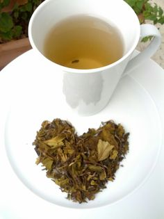 So many benefits: the two most important being hunger suppressant and antioxidants out the wazoo! White Tea Benefits, Bag Holders, Diffusers, My Tea, Detox Tea, High Tea, Tarot Cards, Stay Fit, Tea Time