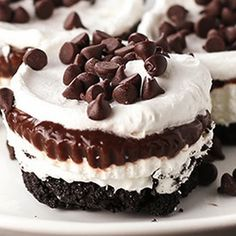 Chocolate Lasagna Cupcakes: Layer after layer of chocolatey goodness! Can you believe there are only 7 ingredients?