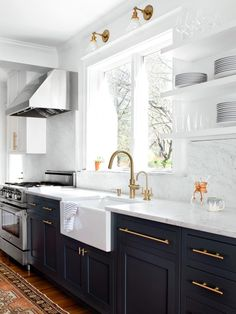 24 Elegant Dark Grey Kitchen Cabinets Paint Colors Ideas You see, I'd wanted my cabinets black for a very long moment. While white cabinets are lovely, they're not the only means to reach a pretty kitchen. W… - White N Black Kitchen Cabinets Dark Grey Kitchen Cabinets, Kitchen Cabinet Colors, Painting Kitchen Cabinets, Kitchen Colors, Kitchen White, Navy Cabinets, Kitchen Sink, Kitchen Modern, White Cupboards
