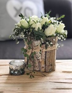 So what exactly … Ikebana Arrangements, Modern Flower Arrangements, Vases Decor, Centerpieces, Table Decorations, Home Decor Hooks, Deco Table, Fresh Flowers, Flower Vases
