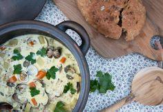 Lækker hjemmelavet clam chowder med masser af god smag og fyldighed kan fx laves med hjerte eller venusmuslinger - få opskriften her