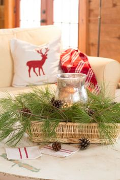 Christmas Coffee Table Vignette:decorating with nature