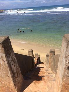 """Escaleras al mar en el Fuerte de Galle-Playa de Galle. Conoce mas en nuestro #articulo """"El High Tea y la ciudad amurallada de Galle"""" en #SriLanka"""
