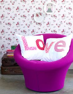 #DIY Chusions with love-letters - #101woonideeen.nl - Dutch interior and crafts magazine