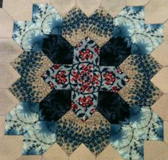 Patchwork, Lucy Boston, Patchwork of the crosses, EPP honeycombs, all hand pieced Hexagon Quilt, Square Quilt, Quilting Projects, Quilting Designs, Millefiori Quilts, Paper Pieced Quilt Patterns, Cross Quilt, Beaded Cross Stitch, Boston