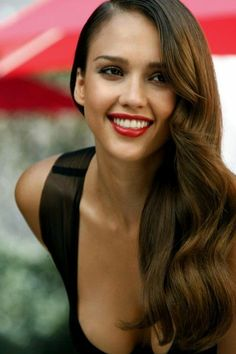 JESSICA ALBA - she always knows how to glam it up! Deep part and perfect wave