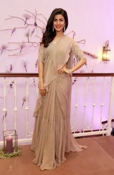 Nimrat Kaur at a Store Launch : Not only does the color of this Ridhi Mehra pre-stitched saree does nothing for Nimrat but drape of the pallu and pleated detail near the knees made things unnecessarily crowded. Dhoti Saree, Drape Sarees, Saree Gown, Drape Gowns, Sharara, Saree Blouse, Lehenga, Trendy Sarees, Stylish Sarees