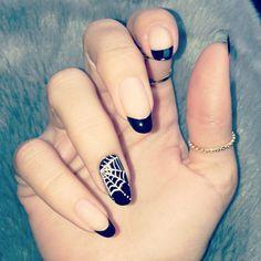 Spider Web Nail Art on One Finger