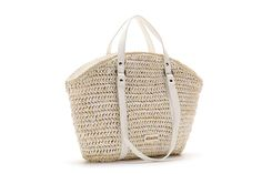Medium-sized basket shaped bag woven in raffia with two types of handles: small handles and shoulder straps. It is a medium-sized bag that is both practical and urban.