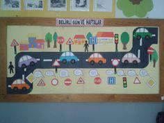 This Pin was discovered by Ayş Classroom Door Displays, Classroom Board, Preschool Classroom, Classroom Themes, Preschool Activities, Math Projects, School Projects, Preschool Calendar, Art For Kids