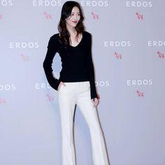 #刘雯# 今晚@刘雯 出席@ERDOS鄂尔多斯 2017逐光大秀红毯现场~ #liuwen #erdos #model #supermodel #fashionmode #chinamode #forbeswomen #coolgirl #victoriassecret #slay #verygood #strong #fashionweek