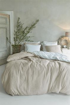 Home Decor Living Room .Home Decor Living Room Linen Bedroom, Cozy Bedroom, Bedroom Inspo, Modern Bedroom, Bedroom Furniture, Master Bedroom, Bedroom Decor, Bedroom Inspiration, Bed Linen