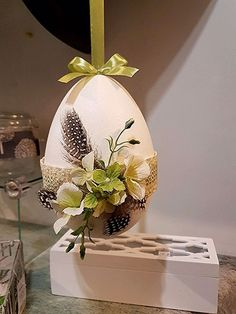 70 Colorful Easter and Spring Decoration Ideas which are Cheerful & Chirpy - Ethinify Egg Crafts, Easter Crafts, Spring Crafts, Holiday Crafts, Holiday Decorations, Easter Projects, Easter Colors, Easter Holidays, Egg Decorating