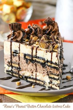 Reeses Peanut Butter Chocolate Icebox Cake - an awesome no bake dessert! Layers of peanut butter and chocolate filling, peanut butter Oreos and Reese's on top! Reese's Chocolate, Chocolate Filling, Chocolate Desserts, Chocolate Lovers, Summer Desserts, No Bake Desserts, Easy Desserts, Dessert Recipes, Cupcake Recipes