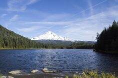 https://flic.kr/p/ZzkQSy | Trillium Lake in the fall, Oregon | That's Mt. Hood in the back.