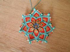Macrame Earrings, Macrame Jewelry, Crochet Earrings, Embroidery Floss Crafts, Macrame Tutorial, Bijoux Diy, Brick Stitch, Colour Schemes, Bracelet Patterns