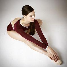 Summer is for stretching!! #BalletBeautiful #BalletBeautifulStretch ❤️  @yemchuk