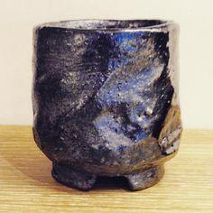 ジェイムス・イラズムスさん作、割高台ぐい呑。 #ジェイムス・イラズムス #イラズムス・千尋 #織部下北沢店 #備前 #陶器 #器 #ceramics #pottery #clay #craft #handmade #oribe #JamesErasums #ChihiroErasums