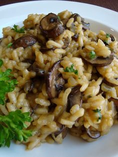 mushroom recipes Perfect Mushroom Risotto with risotto tutorial Pasta Dishes, Food Dishes, Main Dishes, Rice Dishes, Risotto Dishes, Vegetarian Recipes, Cooking Recipes, Healthy Recipes, Meat Recipes