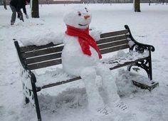 Build a snowman - Funny snowman Winter Fun, Winter Snow, Funny Snowman, Winter Schnee, Snow Sculptures, Snow Art, Frosty The Snowmen, Winter Pictures, Land Art