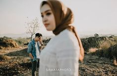 Your wedding day certainly is the greatest day of your own life. Pre Wedding Poses, Wedding Couple Poses, Pre Wedding Photoshoot, Wedding Couples, Couple Shoot, Prewedding Outdoor, Prewedding Hijab, Wedding Photography Inspiration, Photography Ideas