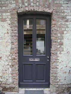 Haustüren und Wohnungstüren - Tamboga Türen & Fenster, Köln - Lieferung und Montage von Türen, Fenstern, hohen Sockelleisten, Holzbriefkästen... Nicht nur für den Altbau!