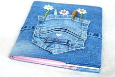 (O Artesanato Para Iniciantes!: Capa Para Caderno ou Livro Feita de Jeans Reciclado)  http://ftpormim.blogspot.com.es/2013/09/capa-para-caderno-ou-livro-feita-de.html