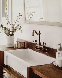 Rustic farmhouse bathroom ideas you will love farmhouse bathroom design Bad Inspiration, Bathroom Inspiration, Bathroom Renos, Small Bathroom, Bathroom Ideas, Master Bathroom, Modern Bathroom, Budget Bathroom, Mirror Bathroom