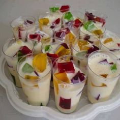 Unique Wedding Catering Ideas for the Big Day – MyPerfectWedding Mini Desserts, Party Desserts, Buffet Dessert, Appetizer Recipes, Dessert Recipes, Wedding Catering, Snacks, Finger Foods, Sweet Treats