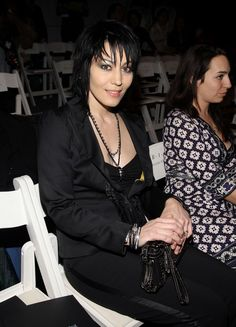 Joan Jett Photos - Musician Joan Jett attends the Nicole Miller Fall 2008 fashion show during Mercedes-Benz Fashion Week Fall 2008 at The Salon at Bryant Park on February 2008 in New York City. Female Rock Stars, Frankie Magazine, Women Of Rock, Female Guitarist, Joan Jett, Rock Collection, Nicole Miller, Led Zeppelin, Cool Bands