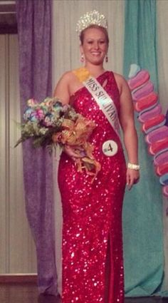 Kelsey Badger won the title of 2013 Sullivan County Fair Queen in Indiana over the 4th of July weekend, wearing Mac Duggal style 3389 from the Flash Collection.