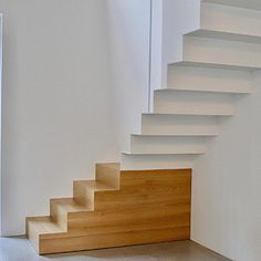 Wood Stairs, House Stairs, Stair Railing, Staircase Design Modern, Modern Stairs, Staircase Ideas, Architecture Details, Interior Architecture, Stair Decor