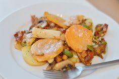 Aus einem eigentlichen Reste-Auflauf aus Kartoffeln, Spargel, Champignons, Räuchertofu, Süßkartoffeln mit Pestosauce... wird ein traumhaftes neues Rezept, das Avilia mit uns teilt!