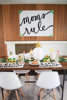 Are you planning a Mother's day bash? Check these easy mother's day decorations for home to set the ambiance at the party. Mothers Day Decor, Mothers Day Brunch, Mothers Day Crafts, Happy Mothers Day, Mother Day Gifts, Desserts Valentinstag, Mother's Day Printables, Brunch Decor