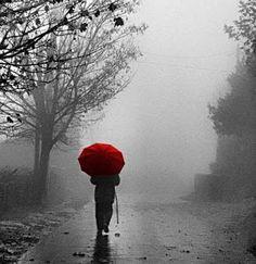 """Como uma Única: Dia cinza  Como uma Única  """"Porque eu sou feita de poesia!"""" Uma página escrita de alma e coração.  fan page https://www.facebook.com/ninaemika blog http://comoumaunica.blogspot.com.br Instagran @comoumaunica16"""