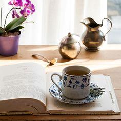 Uma tarde com chá de jasmim e erva-cidreira