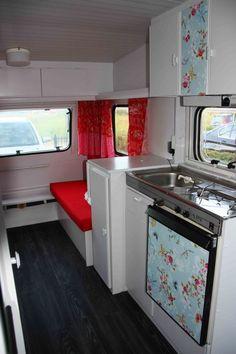 caravan burstner keuken doorkijkje met pip behang