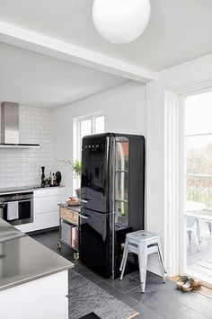 1000 images about cuisine et frigo smeg on pinterest smeg fridge cuisine and retro. Black Bedroom Furniture Sets. Home Design Ideas