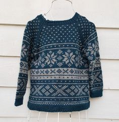 Epla er et nettsted for kjøp og salg av håndlagde og andre unike ting! Wooly Bully, Norwegian Knitting, Fair Isle Knitting, Knitting For Kids, Etsy Uk, Star Patterns, Baby Dress, Ravelry, Christmas Sweaters