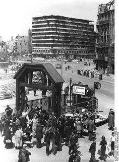 Westlicher, am Potsdamer Platz gelegener Eingang zum U-Bahnhof Potsdamer Platz, 1946