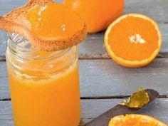 La gelatina di arance è una conserva di frutta facile da preparare e ideale per la vostra colazione o la merenda dei bambini. Sana, nutriente e senza troppe calorie, la gelatina di arance preparata in casa è un dolce al cucchiaio che avrete modo di abbinare a moltissime ricette. Italian Desserts, Italian Recipes, Gelato, Marmalade Jam, Baking Basics, Beautiful Fruits, Oranges And Lemons, Homemade Sauce, Base Foods