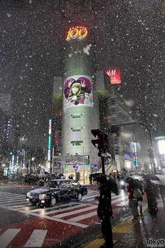 Shibuya in snow, Tokyo, Japan//