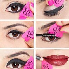 Appliquer l'eye liner avec l'éponge Liner Designer de Beauty Blender