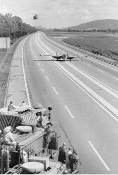Aircraft Nut: Swiss Air Force Jets Landing on the Highway Military Jets, Military Aircraft, De Havilland Vampire, Photo Avion, Fun Fly, Fly Plane, Swiss Air, Shock And Awe, Navy Aircraft