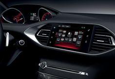 Embarque a bordo do PEUGEOT i-Cockpit no seu 308 GT. O painel de instrumentos elevado e o pequeno volante específico com couro perfuradoi e a sigla GT, garantem-lhe sensações de condução inigualáveis. Peugeot, Dashboards, Leather, Instruments