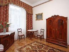 Lokalizacja Apartamentu Książęcego III stanowidogodne miejsce wypadowe na Stary Kraków. Zapraszamy do Apartamentów Florian  http://krakowforfun.com/pl/4/apartamenty/ksiazecy-iii